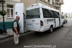 Avto ze swoją chlubą, czyli busem, którym wozi naszych turystów