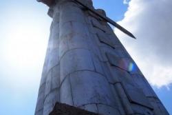 Dzień 2. Górujący nad Tbilisi pomnik Kartlis Deda - Matki Gruzji.