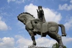 Dzień 2. Pomnik Wachtanga Gorgasali przy katedrze Metechi