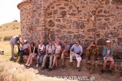 Dzień 4. Nasza grupa po wspięciu się na szczyt, skąd widać już Azerbejdżan.