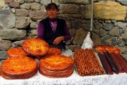 Dzień 4. Ormianka sprzedająca pyszny chleb